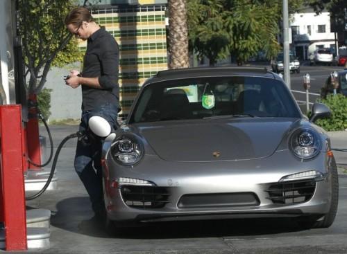Alexander+Skarsgard+Fills+Up+Porsche+durc8TqzrgUl